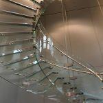 アップルストアの階段が透明で下から・・ 超広角レンズ