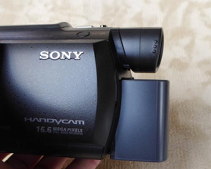 SONY FDR-AX55の側面