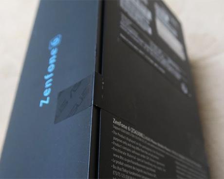 ASUS ZenFone 6の箱