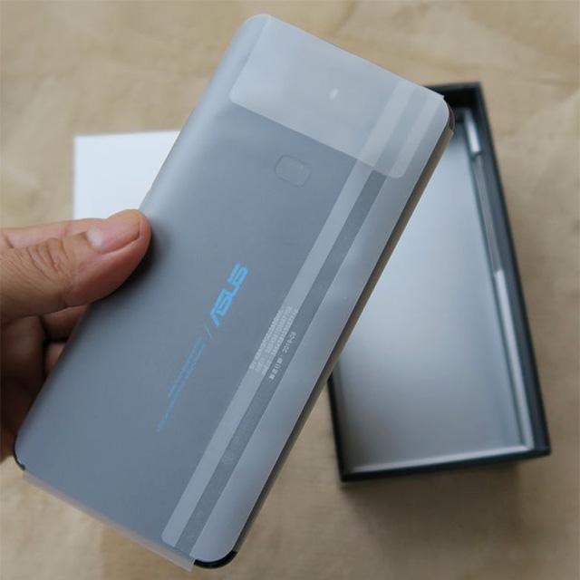 ZenFone 6の本体です